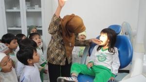 Kunjungan ke puskesmas - belajar cara menjaga kesehatan gigi